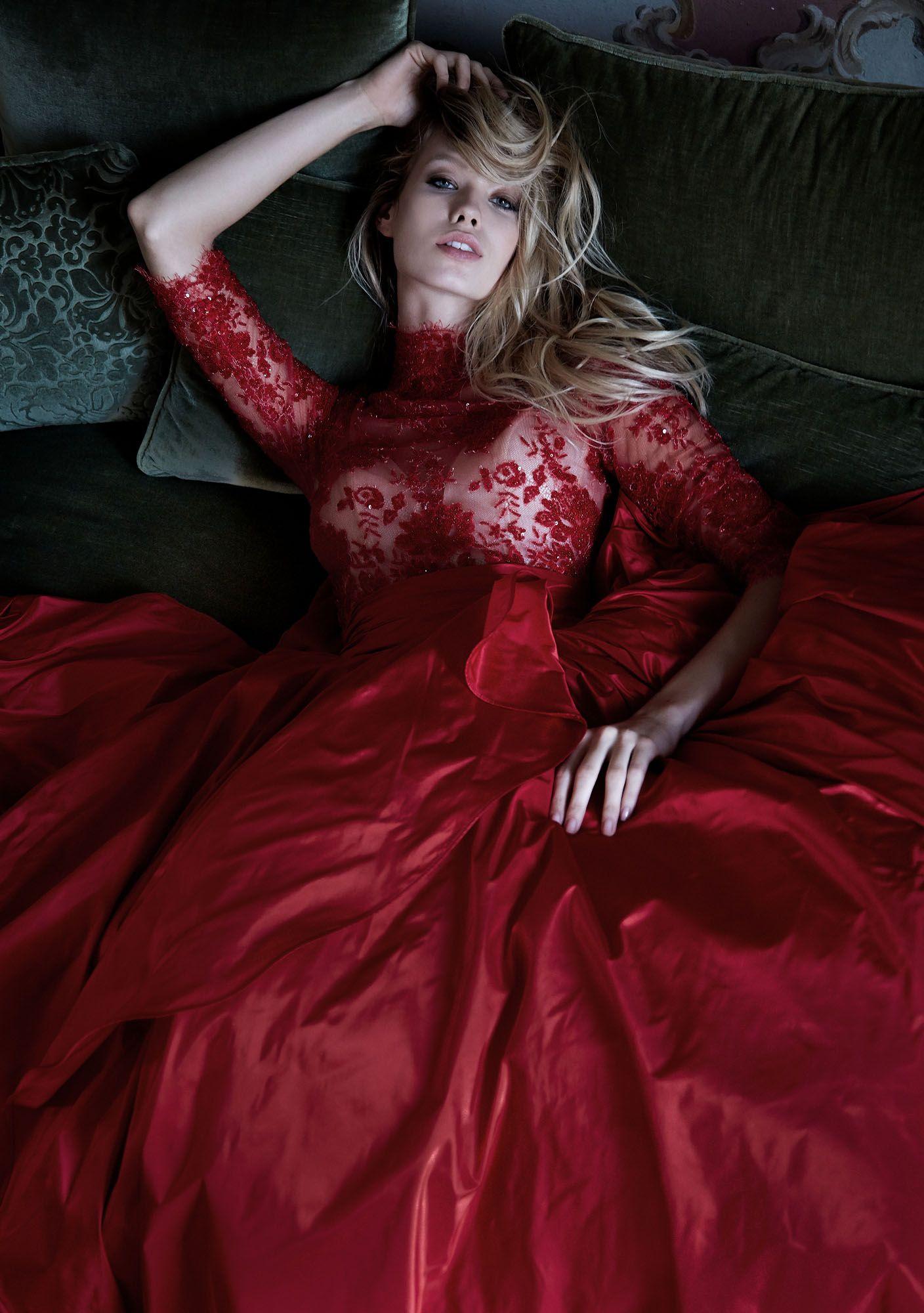 timeless design 248ff 5b617 MODELLO 1816 Strepitoso abito da sposa rosso in taffettà con ...