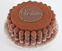 Trufas e chocolate em pó foram os ingredientes usados para dar acabamento ao bolo trufado da Studio Cake (www.studiocake.com.br). Custa R$ 330 e serve 20 pessoas. Preço consultado em setembro de 2015 e sujeito a alterações