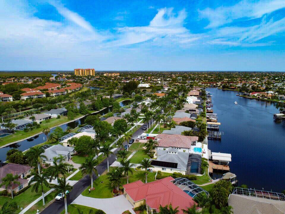 Waterfront Homes For Sale Cape Coral Fl Is Surrounded By Tons Of Beautiful Canals And Waterways Throughout Waterfront Homes For Sale Waterfront Homes Waterway