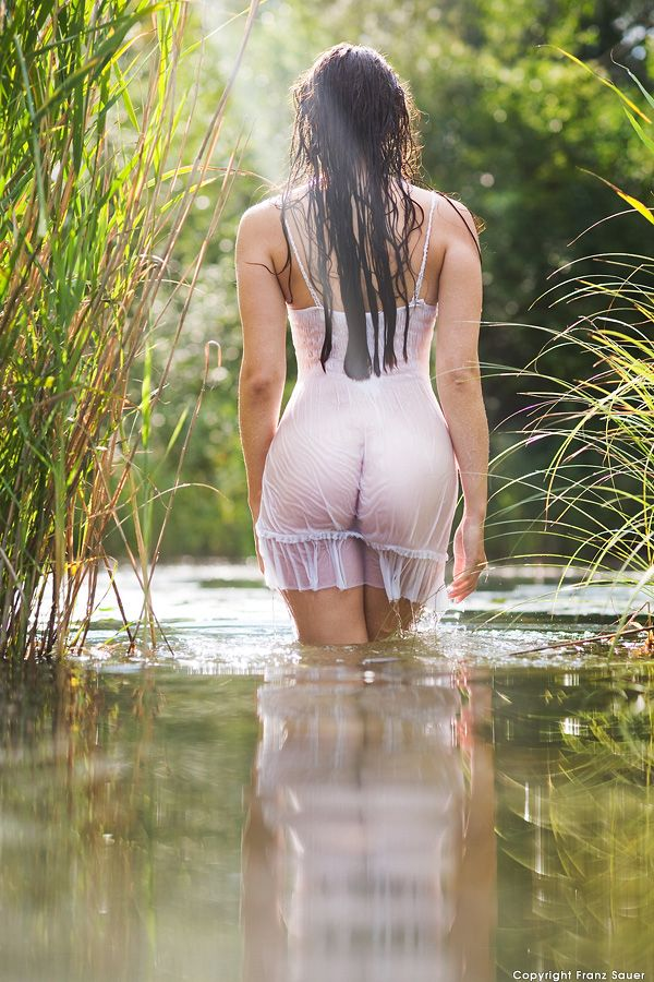 walking wet and nude