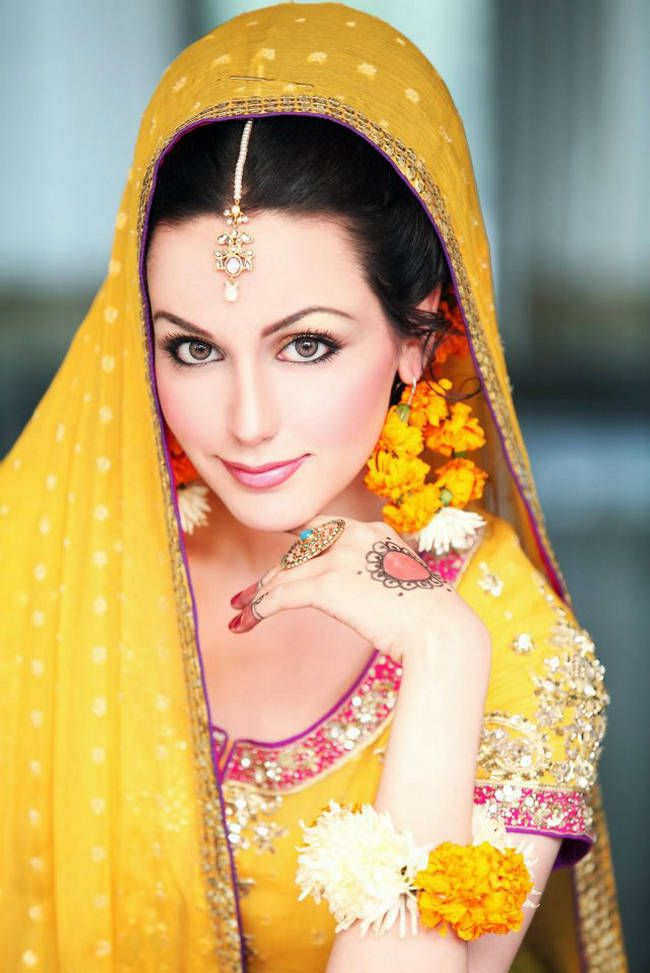 Buy Mehndi Flower Jewellery : Wedding flower jewelry on mehndi mayoon function