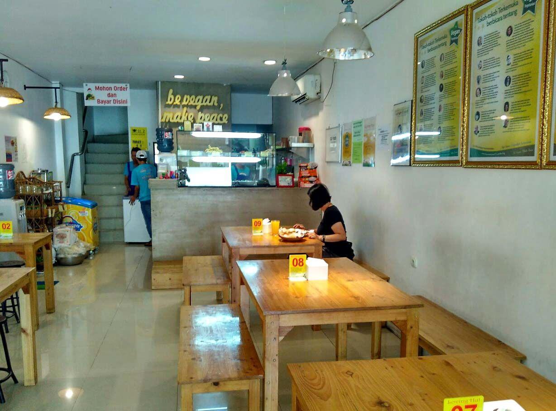 Best Vegetarian Restaurants In Yogyakarta Loving Hut Traveling To Indonesia Best Vegetarian Restaurants Vegetarian Restaurant Restaurant