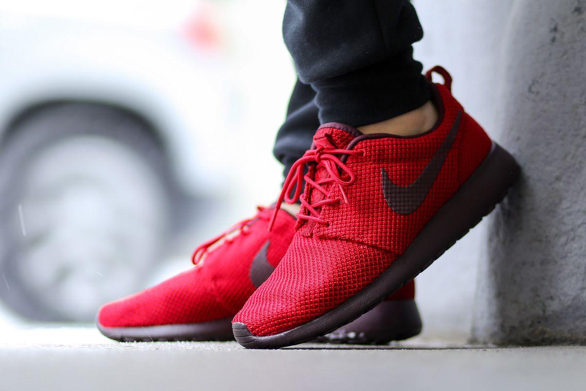 nike roshe run sneaker gym red deep burgundy brown