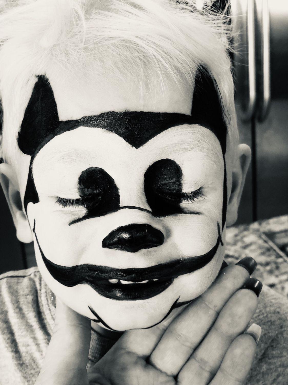 Halloween Jamin.Simple Mickey Mouse Makeup Using Waterproof Eyeliner So It