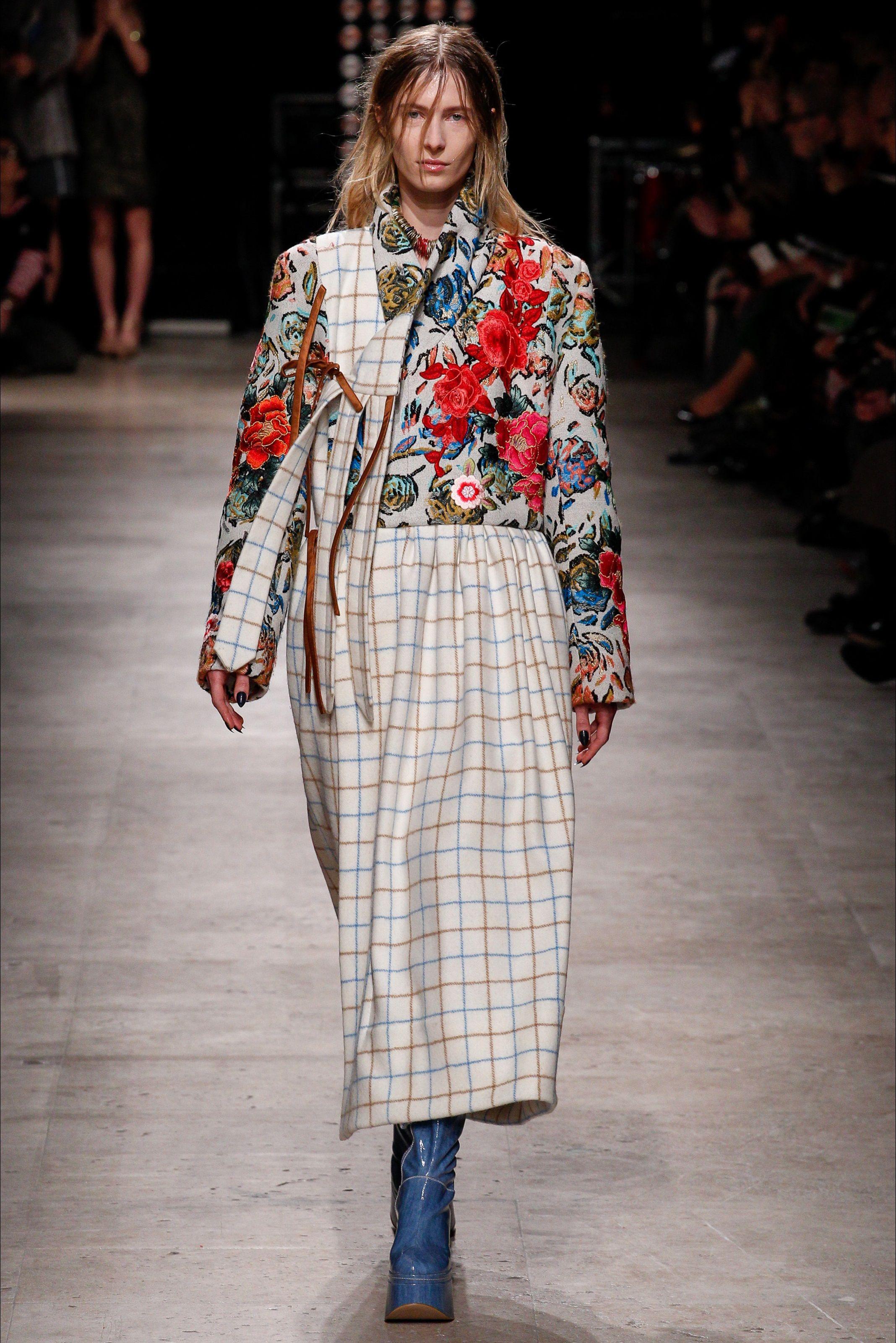 Sfilata Andreas Kronthaler for Vivienne Westwood Parigi - Collezioni Autunno  Inverno 2016-17 - Vogue 519d1b76605