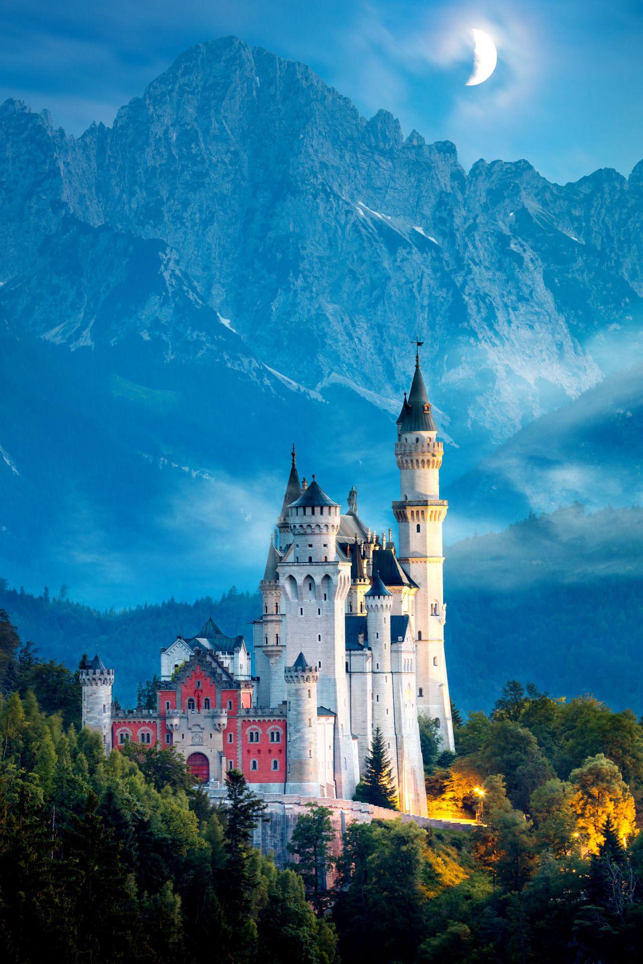 It S Easy To See Why Neuschwanstein Castle In Germany Inspired Walt Disney To Create Sleeping B Deutschland Burgen Schloss Neuschwanstein Mittelalterliche Burg
