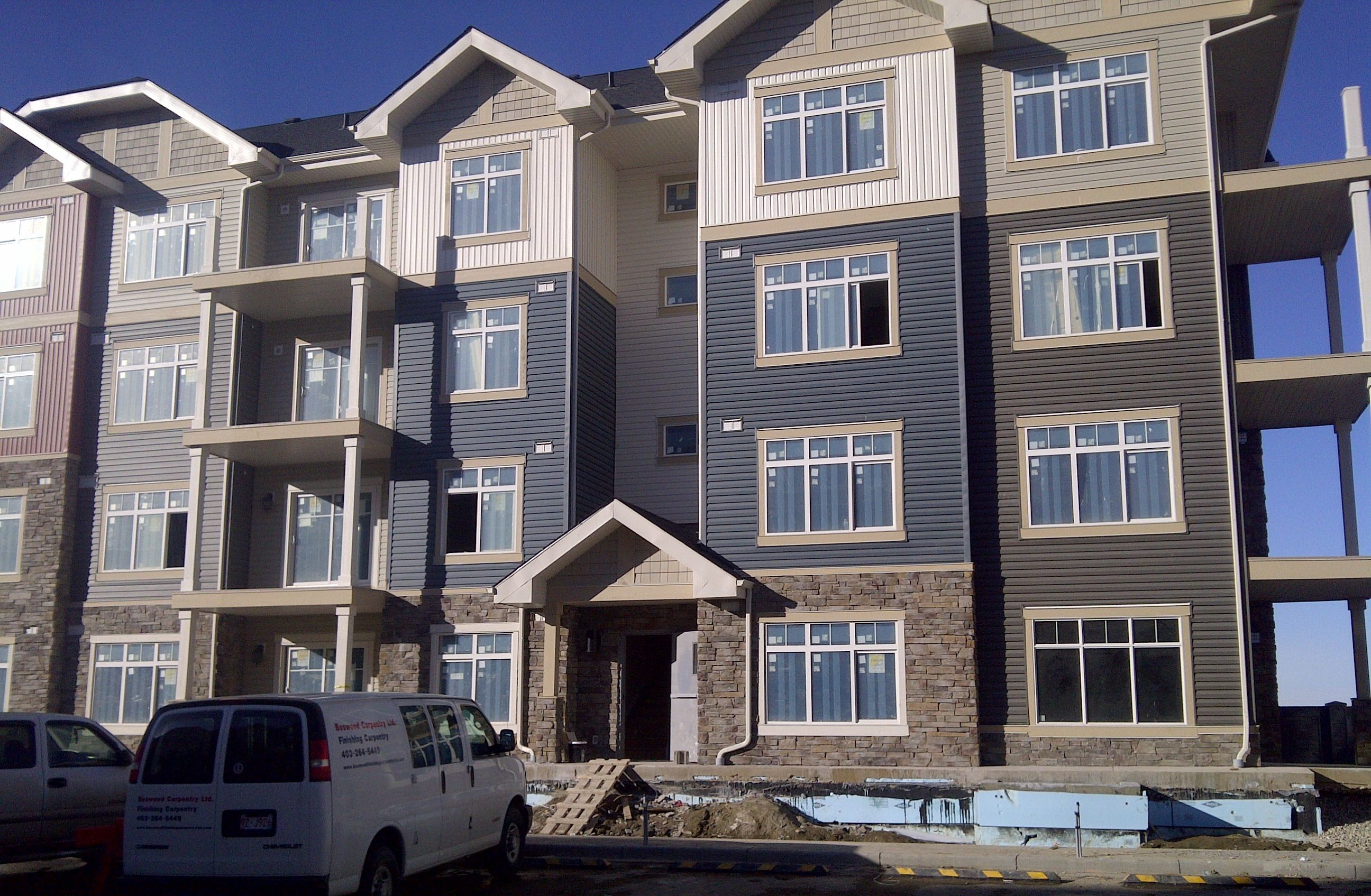 Exterior of the Attainable Homes SkyView Ranch apartments
