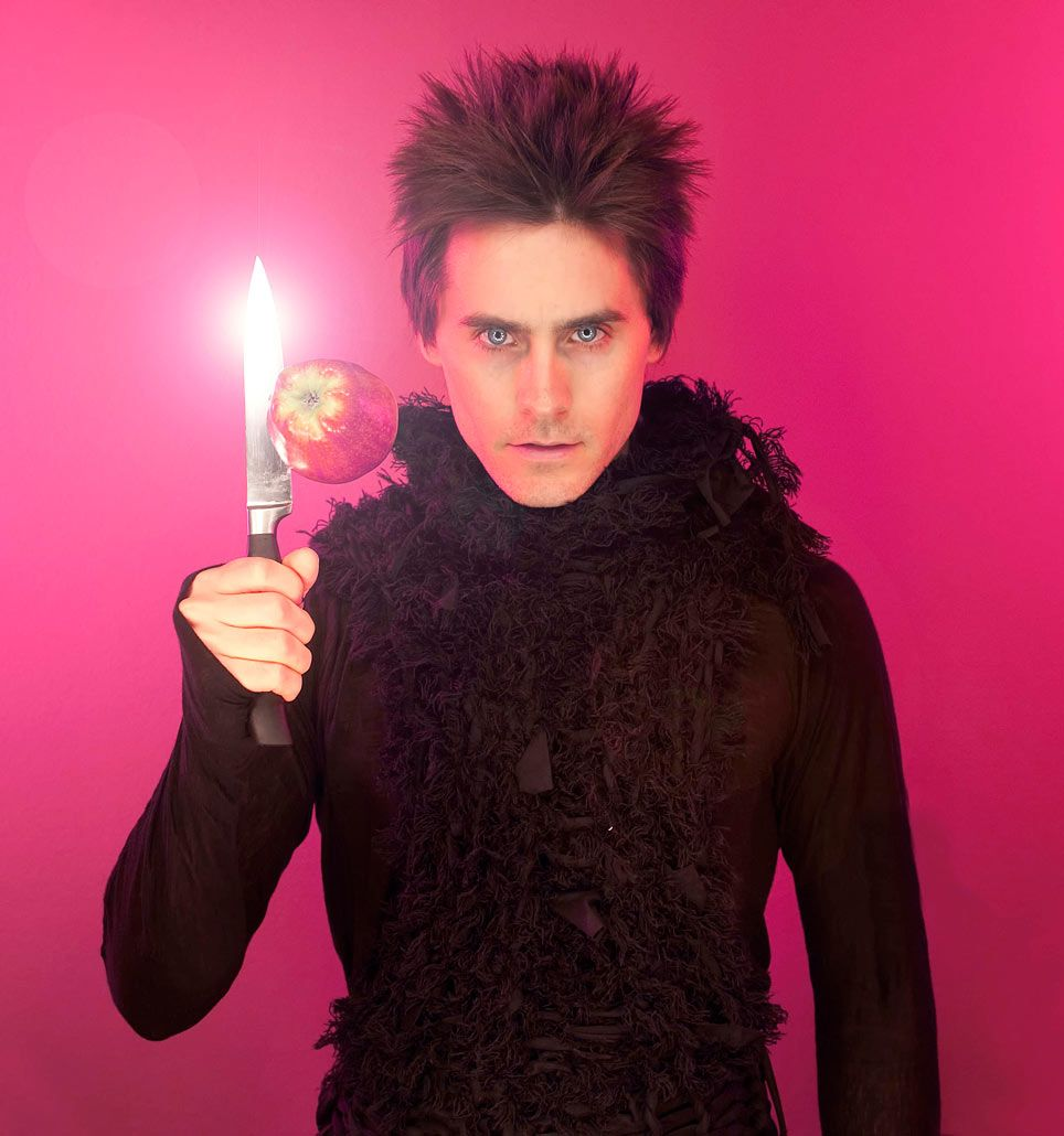 Jared Leto being his usual weird, but ridiculously pretty self. Also apparently channelling David Bowie or something. (Jens Koch Photography 2011)