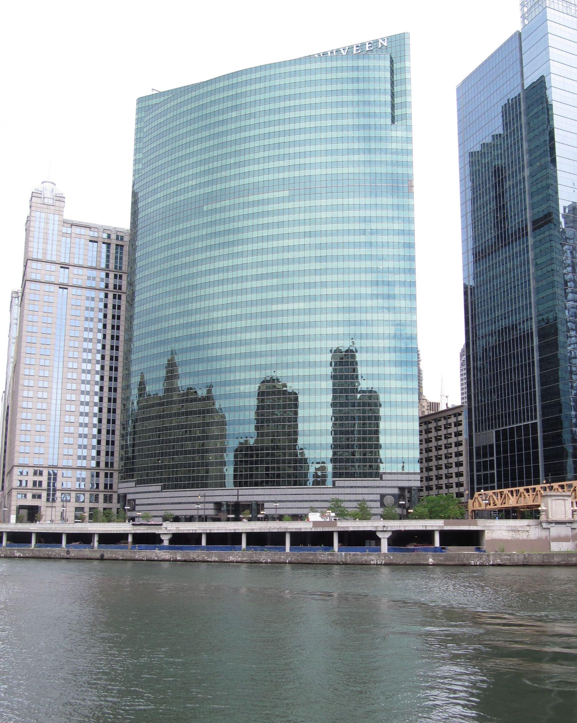 Chicago Architecture 333 W Wacker Nuveen Building Chicago