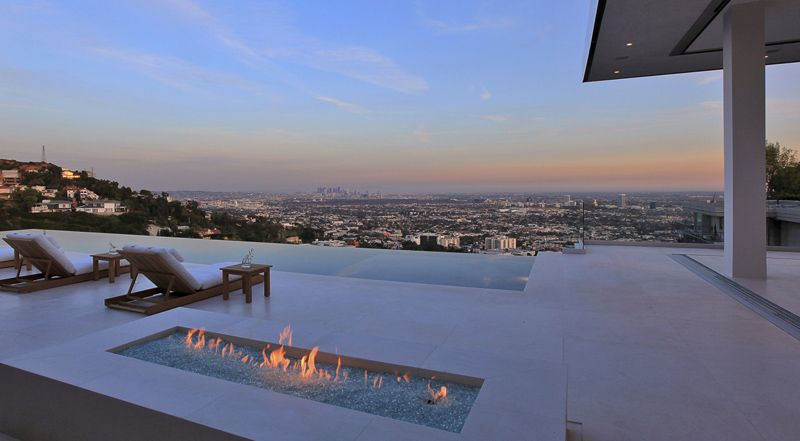 Infinity Pool Villa By Mcclean Design Los Angeles Hollywood Hills Homes Architect House Hollywood Hills
