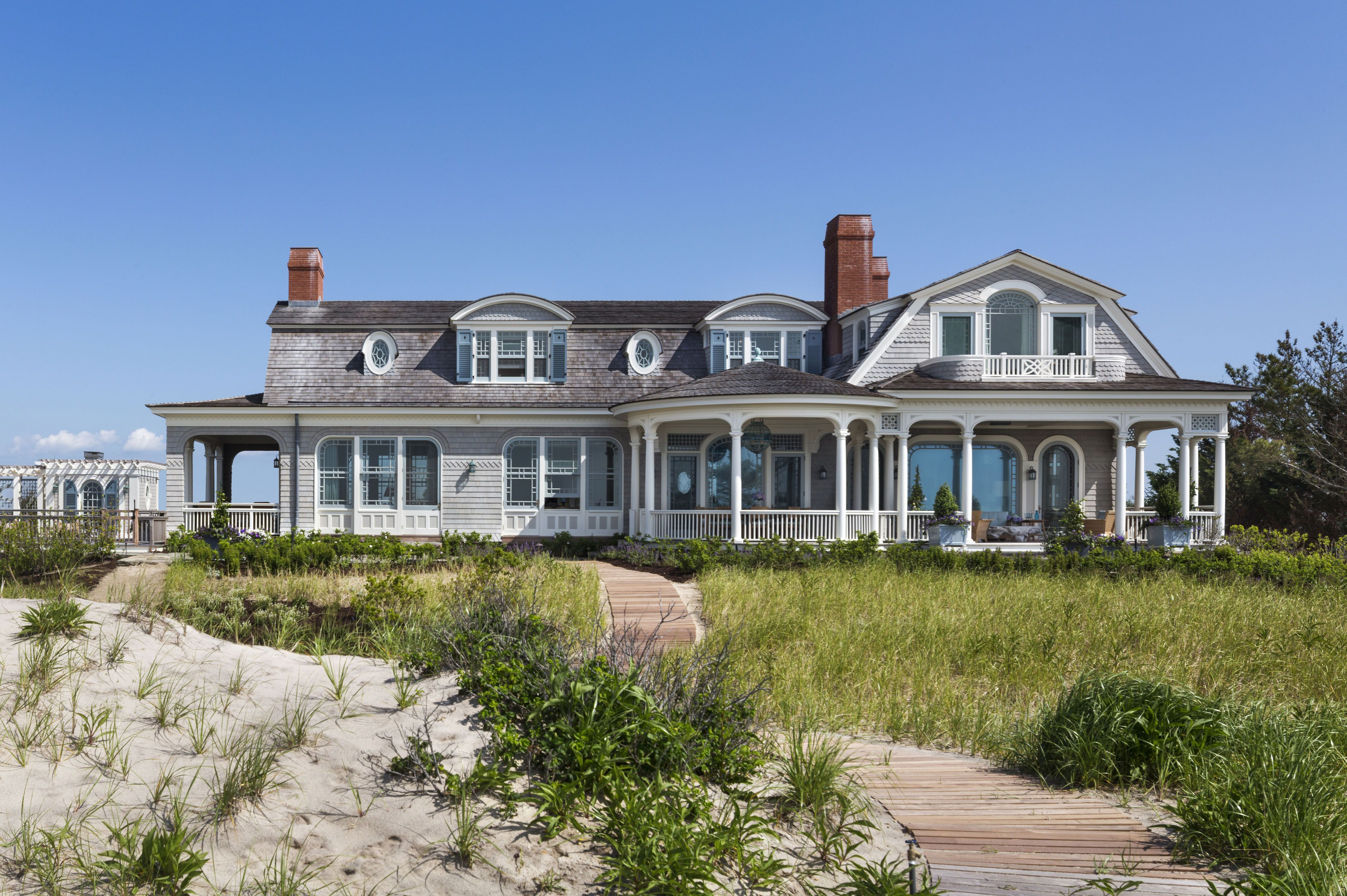 26 Gorgeous Hamptons Houses The Study Hamptons House Exterior Hamptons House Beach House Design
