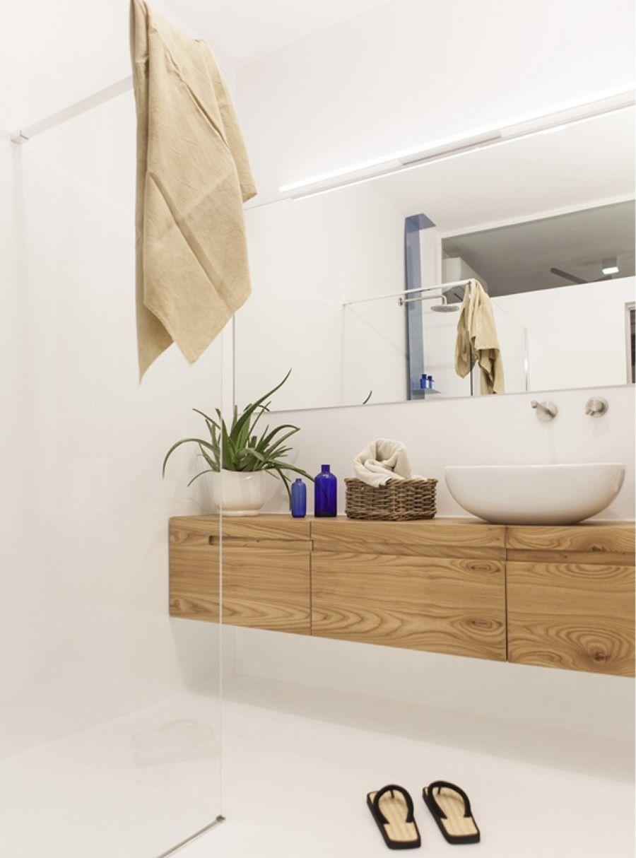 Accessori Bagno In Legno Bianco.Bagno In Bianco E Legno Italian Bathrooms Appartamenti Moderni Porte Del Bagno Bagno Legno
