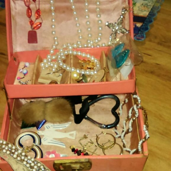 Jewelry box and jewerly Vintage to new all kinds , jewelry box is old Jewelry Bracelets