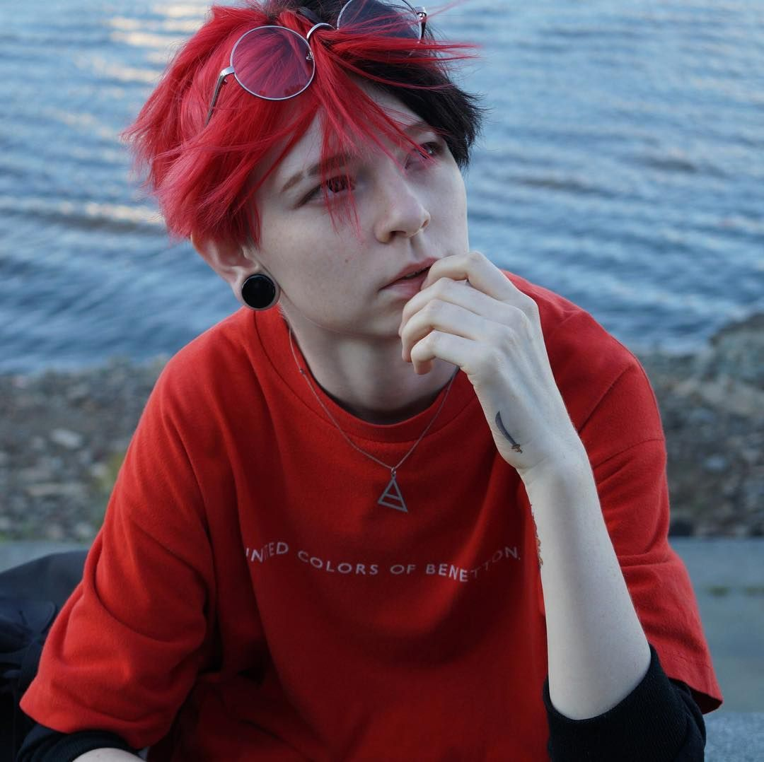 8 677 Otmetok Nravitsya 41 Kommentariev Hochu Usnut Theizzyzombie V Instagram Half Dyed Hair Short Hair Styles Edgy Short Hair