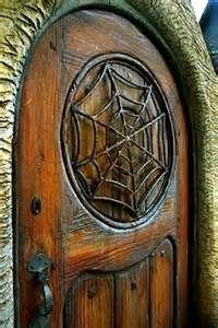 Puerta con tela de araña ...
