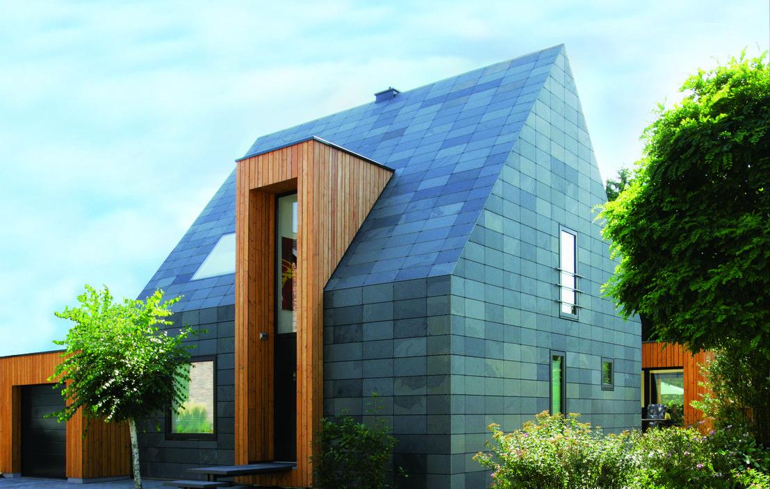 Fassadengestaltung einfamilienhaus schwarzes dach  Haus Umbau bei Düsseldorf - Verwandlung eines Einfamilienhauses ...