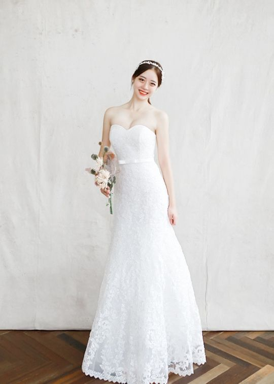 9294ccd1d9 Natalia Korean wedding dress with a strapless sweetheart neckline ...