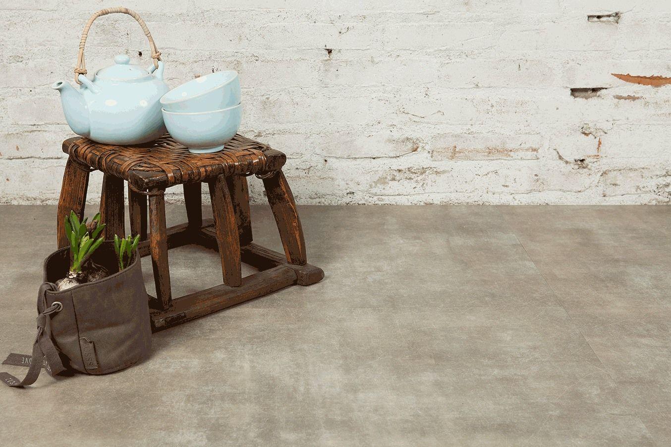 Vloer met betonlook pvc vloer van vivafloors verlijmd en geschikt