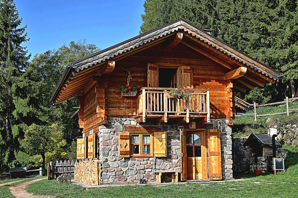 Casa montagna mountain house fovi alpipiano pin for Piccole case rustiche