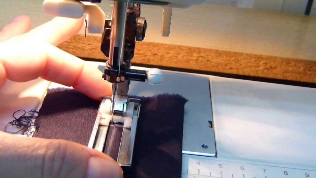 Facil: Como hacer ojales con tu maquina de coser en pocos