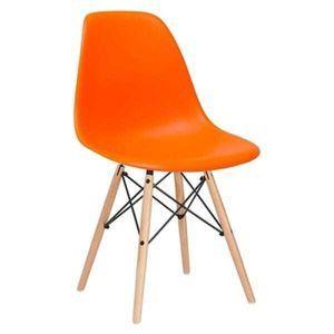 Cadeira modelo Eames DSW. Produto indicado para uso em áreas internas.