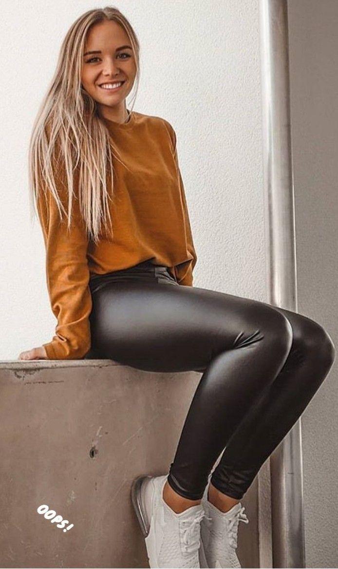 Deutsches Teen Girl Stript Im Wetloock Outfit