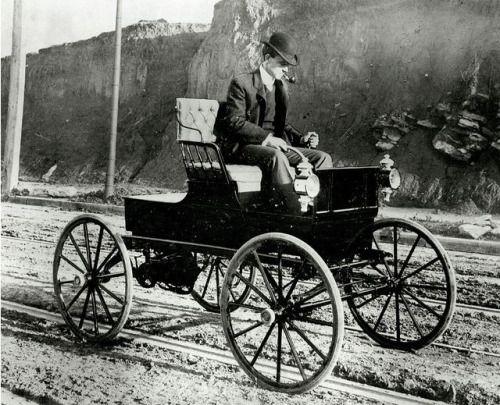 Feuille D Automne Woods Electric Buggy 1900 Via Antique Cars Electric Cars Vintage Cars
