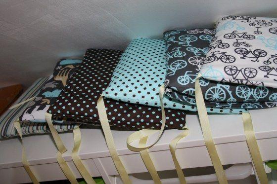 Le tour de lit en coussins du mini bonhomme tuto couture - Comment mettre le tour de lit ...