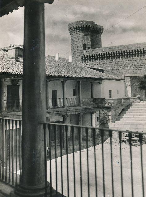 Patio y galería del Parador en Oropesa. Toledo | Flickr: Intercambio de fotos
