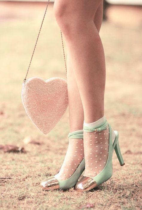 Adoro i calzini trasparenti sotto le scarpe con il tacco