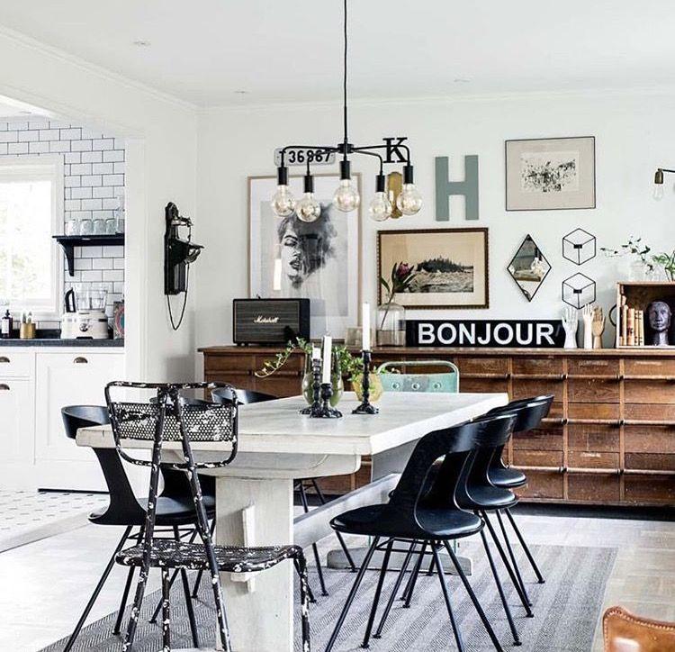 Wandgestaltung im hintergrund kommode und co living for Innenarchitektur esszimmer