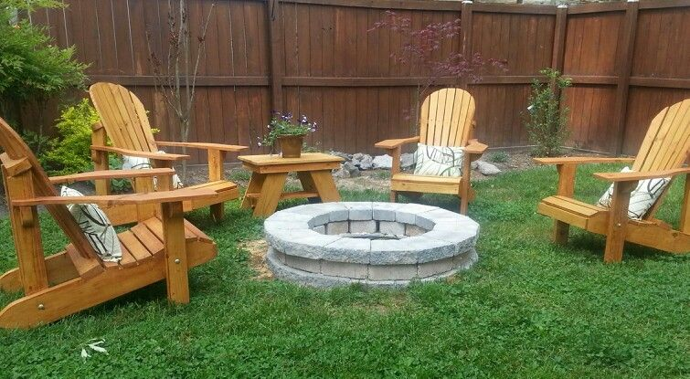 Exceptionnel Adirondack Chairs Around Fire Pit.