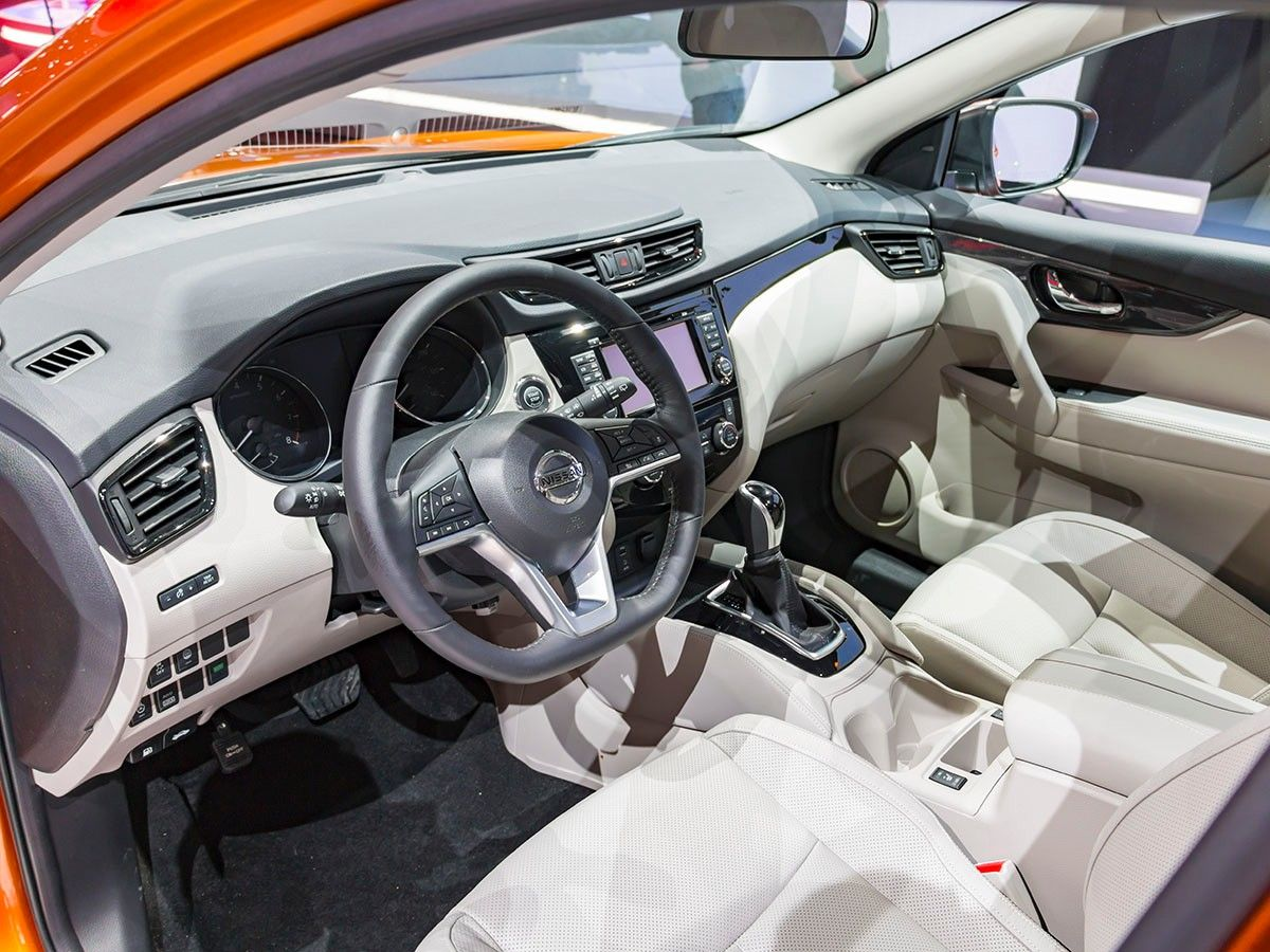 2019 Nissan Rogue Sport interior dashboard high technology