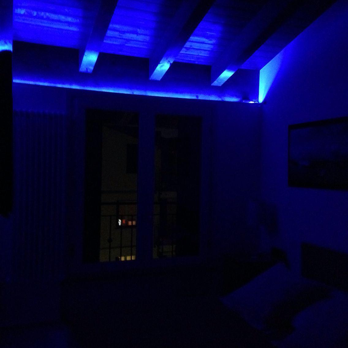 Led Camera Da Letto atmosfera blu in camera da letto? semplice ed economico con