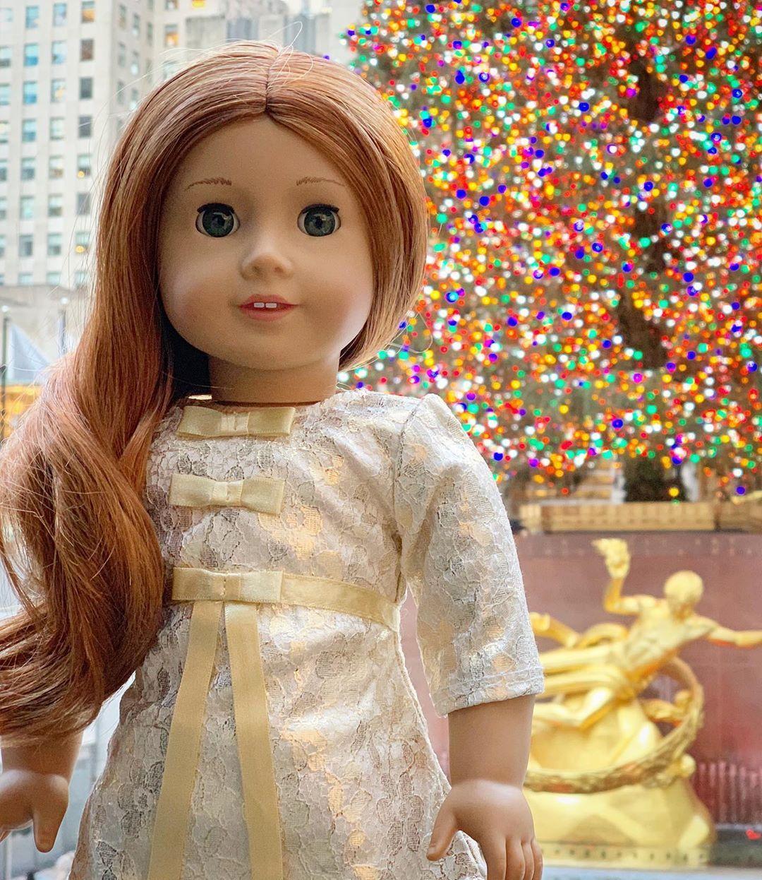 "Colleen Rachelle on Instagram: ""Merry Christmas! 🎅🏻🎄🎁🗽🌟 #agig #americangirlbrand #americangirl #mattel #trulyme61 #nyc #toyphotography #rockefellerchristmastree"""