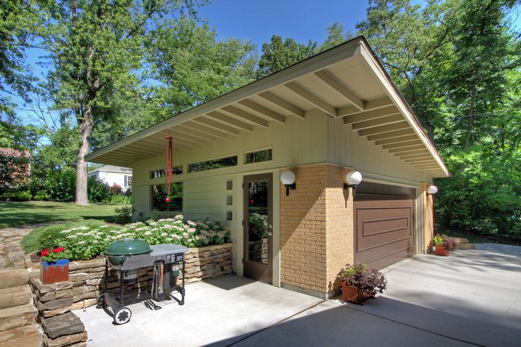 A detached garage in St. Louis MO was designed and built