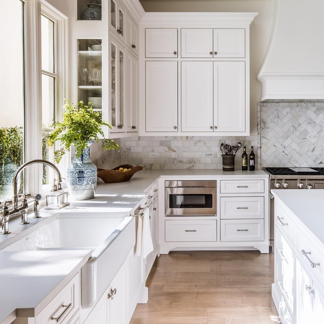 102 Likes 5 Comments Erin Sander Erinsander On Instagram Simple Classic And Bright Kitchen Kitch Classic White Kitchen Kitchen Design White Kitchen