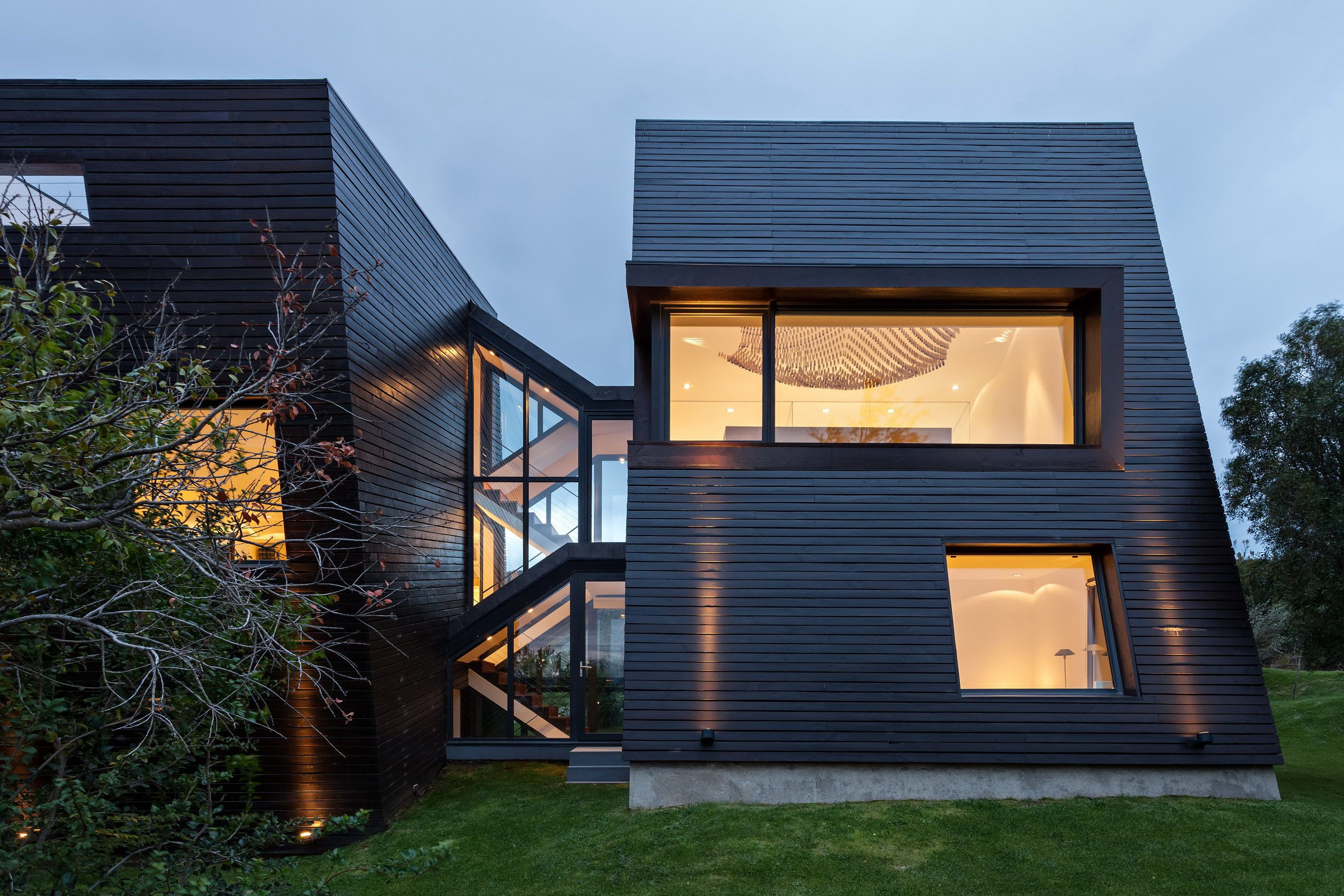 Spacious House With Five Prisms By Alric Galindez Maison Bois