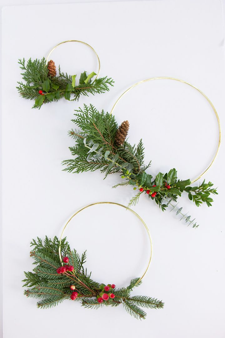 These Modern Gold Hoop Wreaths are a Must-Make Holiday ...