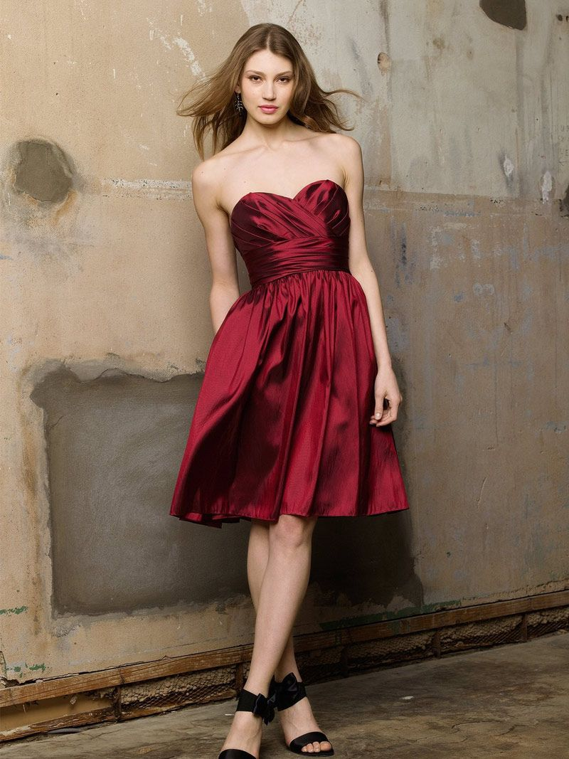 Burgundy Taffeta A Line Knee Length Bridesmaid Dress With Shirred Skirt And Pocket Bridesmaid Dress Styles Classic Bridesmaids Dresses Taffeta Bridesmaid Dress [ 1067 x 800 Pixel ]