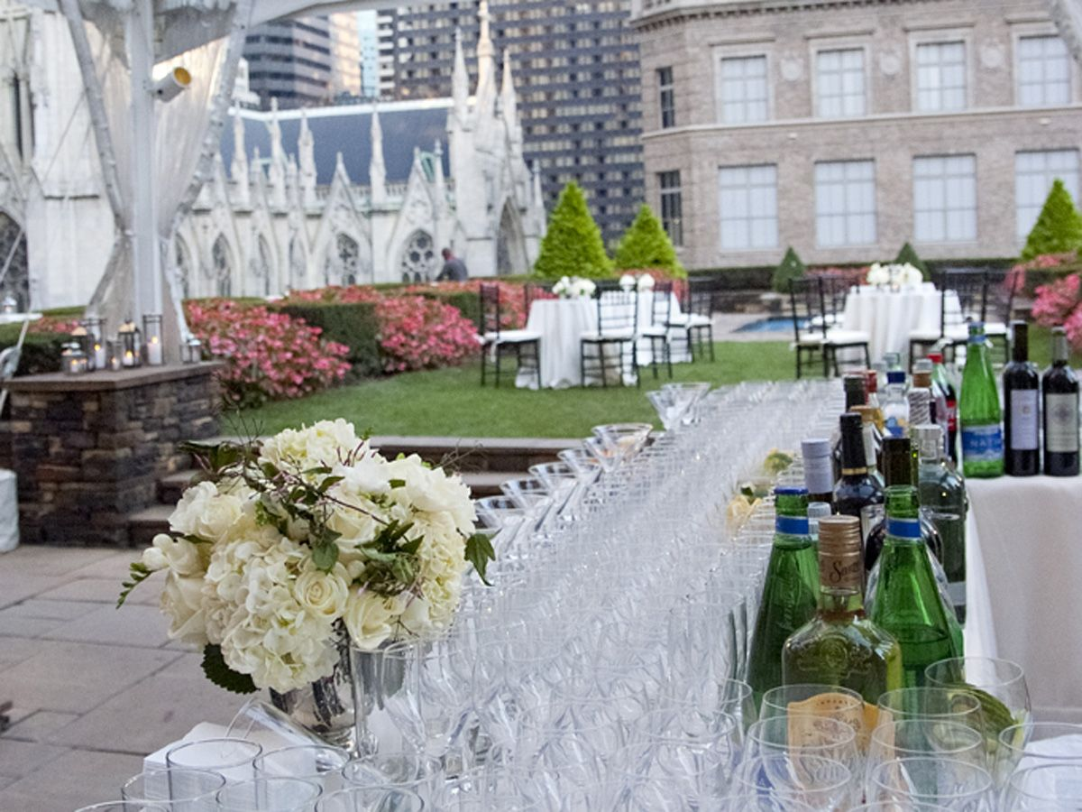 Rooftop wedding venues in nyc - Above The Hustle And Bustle Of Midtown Manhattan Lies 620 Loft Garden A Magical Rooftop Garden That Offers Panoramic Views Of The Entire City