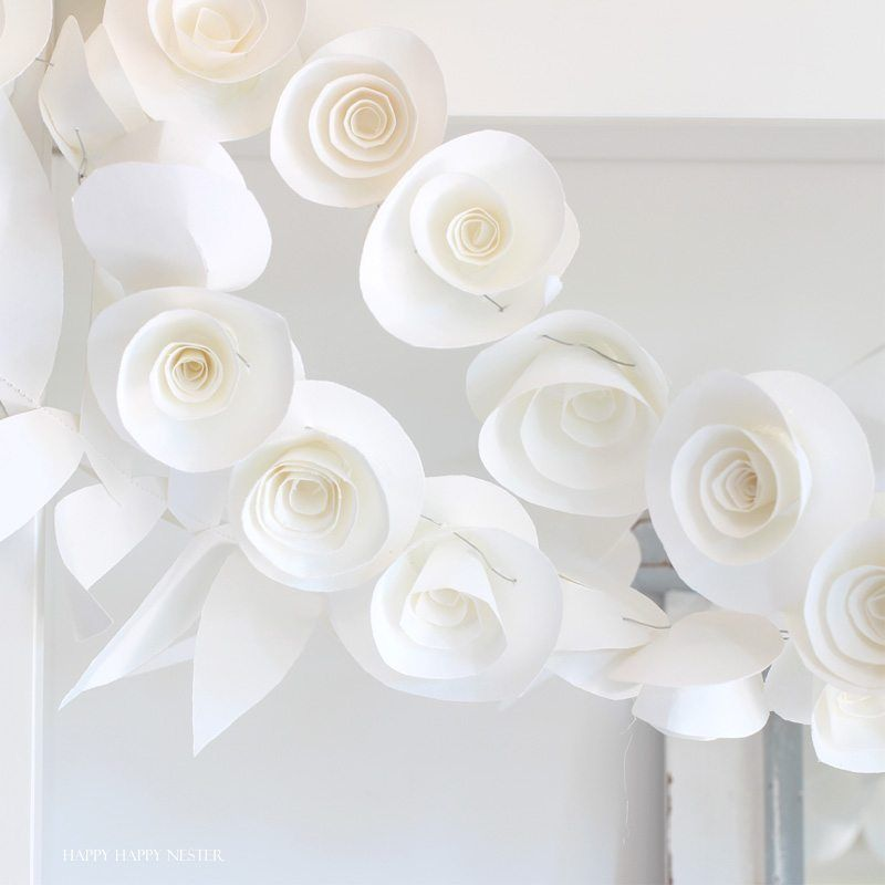 15 Fantastic Paper Flower Garlands for Weddings | The Crafty Blog Stalker #garlandofflowers