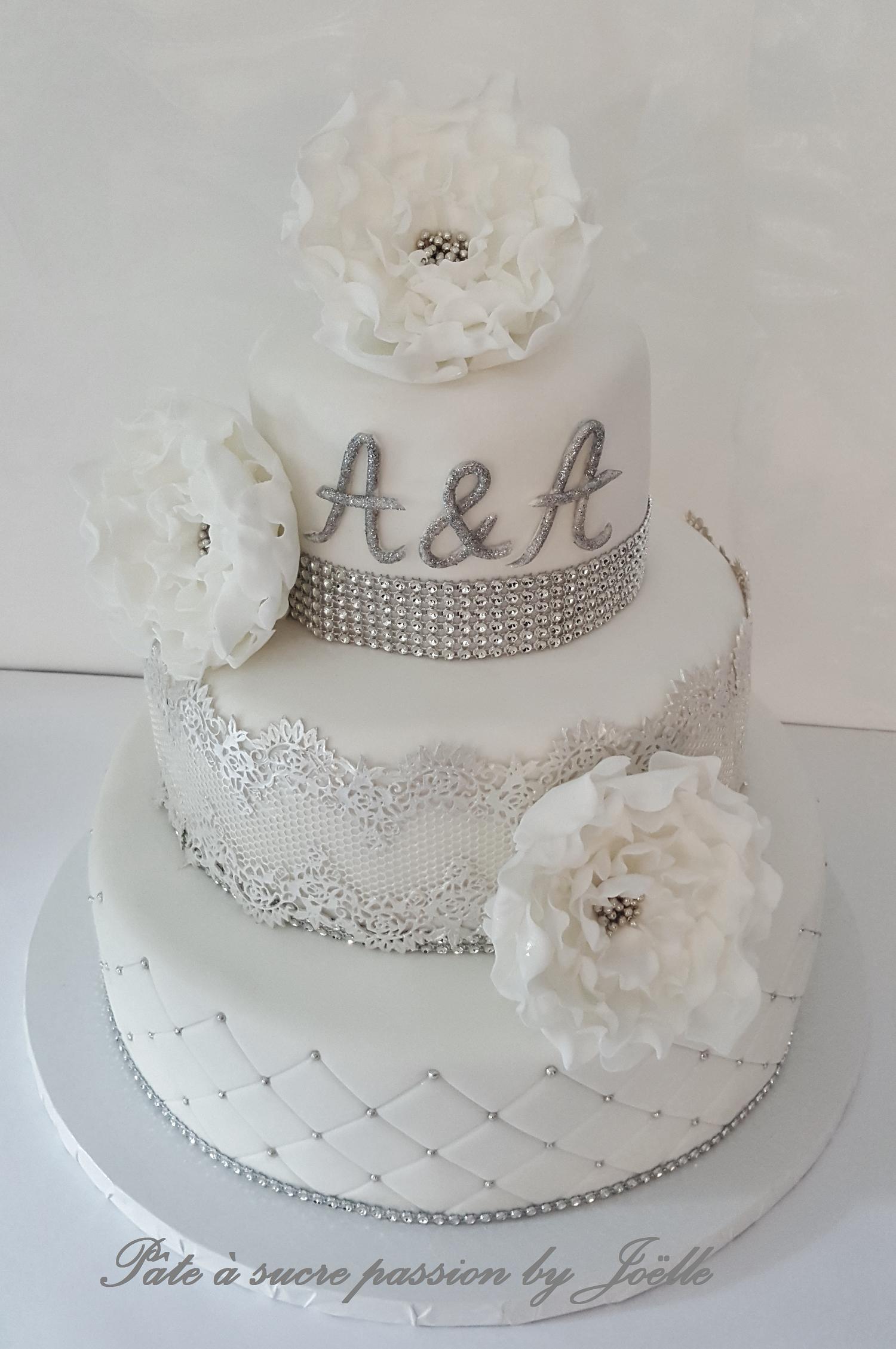 Wedding Cake Blanc Et Argent Gâteau Mariage Blanc In 2019