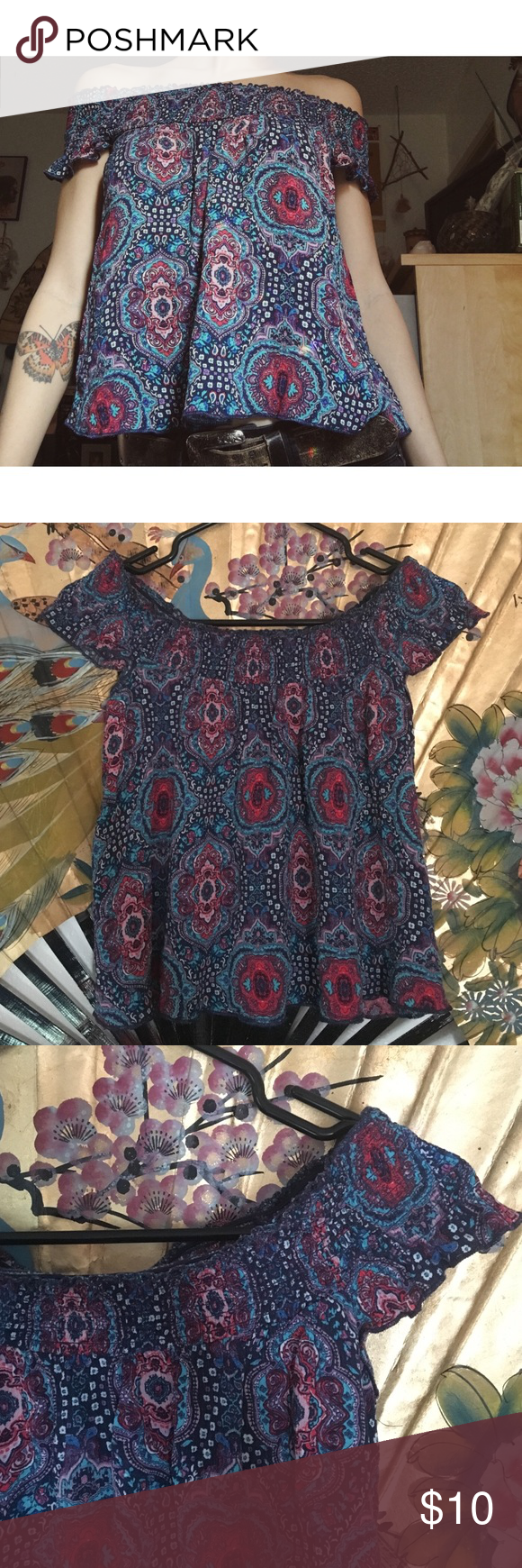 Off The Shoulder Top ✨ Pretty Off The Shoulder Top, Light Weight, Slightly Cropped, (Details shown in photos) Worn a couple time & in great condition. Mossimo Supply Co. Tops Blouses