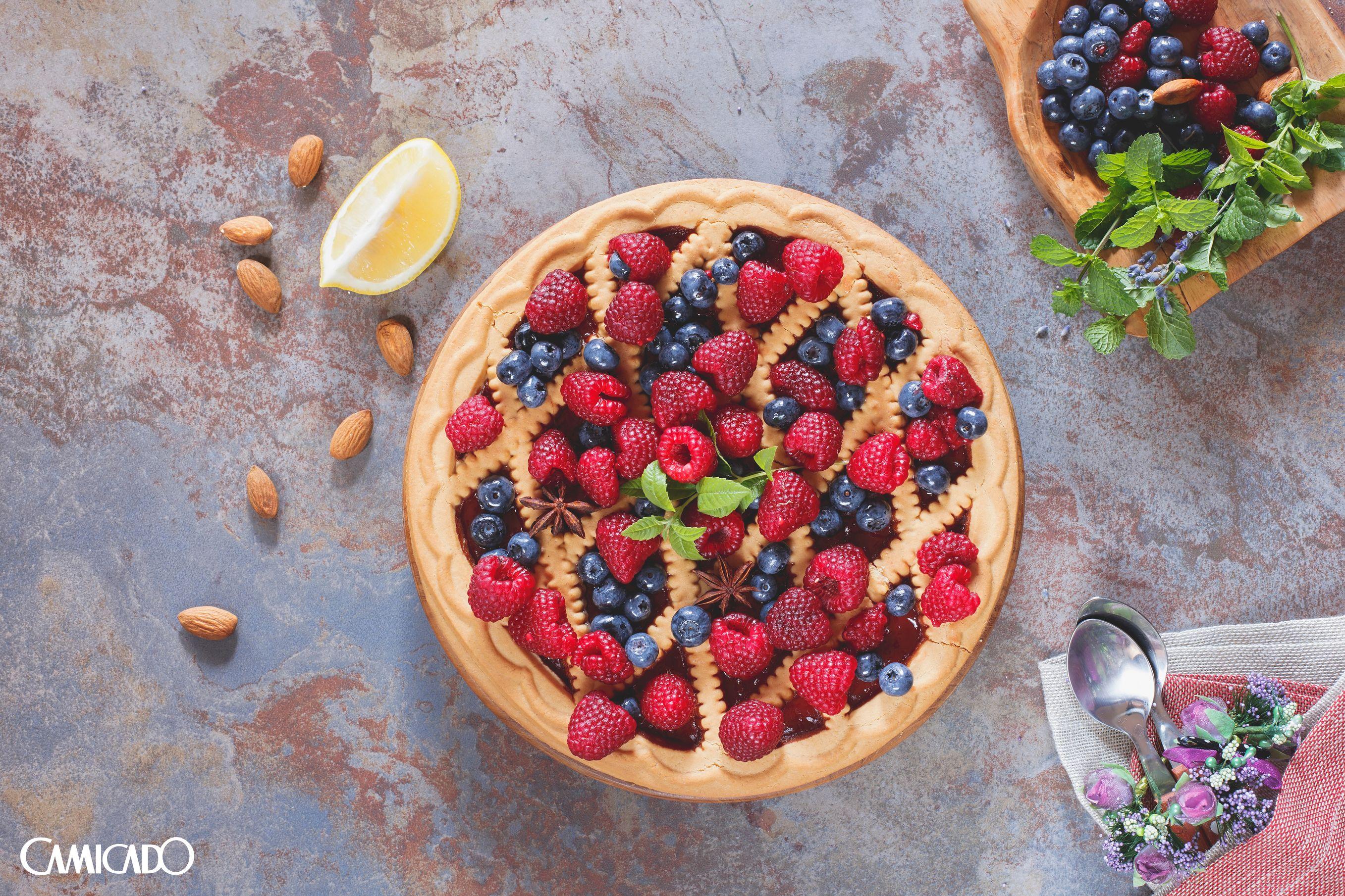 Torta é sempre uma boa pedida para o café da tarde. Com um recheio de frutas vermelhas, você deixa esse momento ainda mais especial.