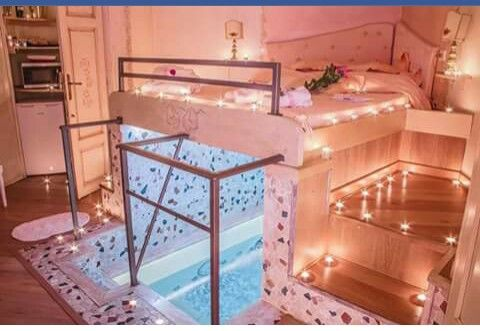 Romantic Bed With Pool Underneath Dream Rooms Awesome Bedrooms