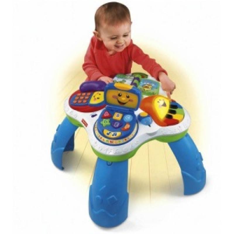 A mesa de atividades Fisher Price ser utilizada de duas formas: com as pernas para os bebés que já ficam em pé. Ou sem as pernas para os bebês que já ficam sentados. Ela acompanha o desenvolvimento do bebê.