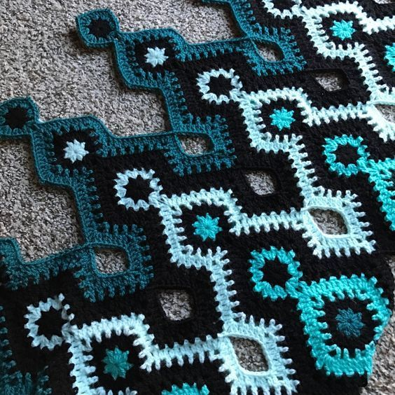 "crochetghoulie: ""Shades of teal I\'m gonna call this pattern Nostromo ..."