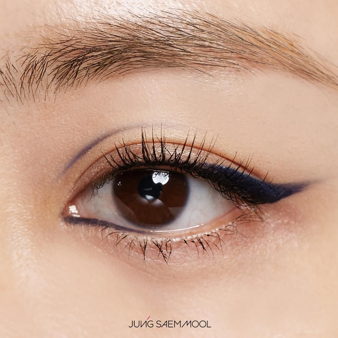 "1,060 Likes, 3 Comments - jsmbeauty (@jsmbeauty_) on Instagram: ""정샘물 리파이닝 멀티 아이 드로잉 #코발트블루 JUNGSAEMMOOL Refining Multi Eye drawing #CobaltBlue makeup @younmichoi /…"""