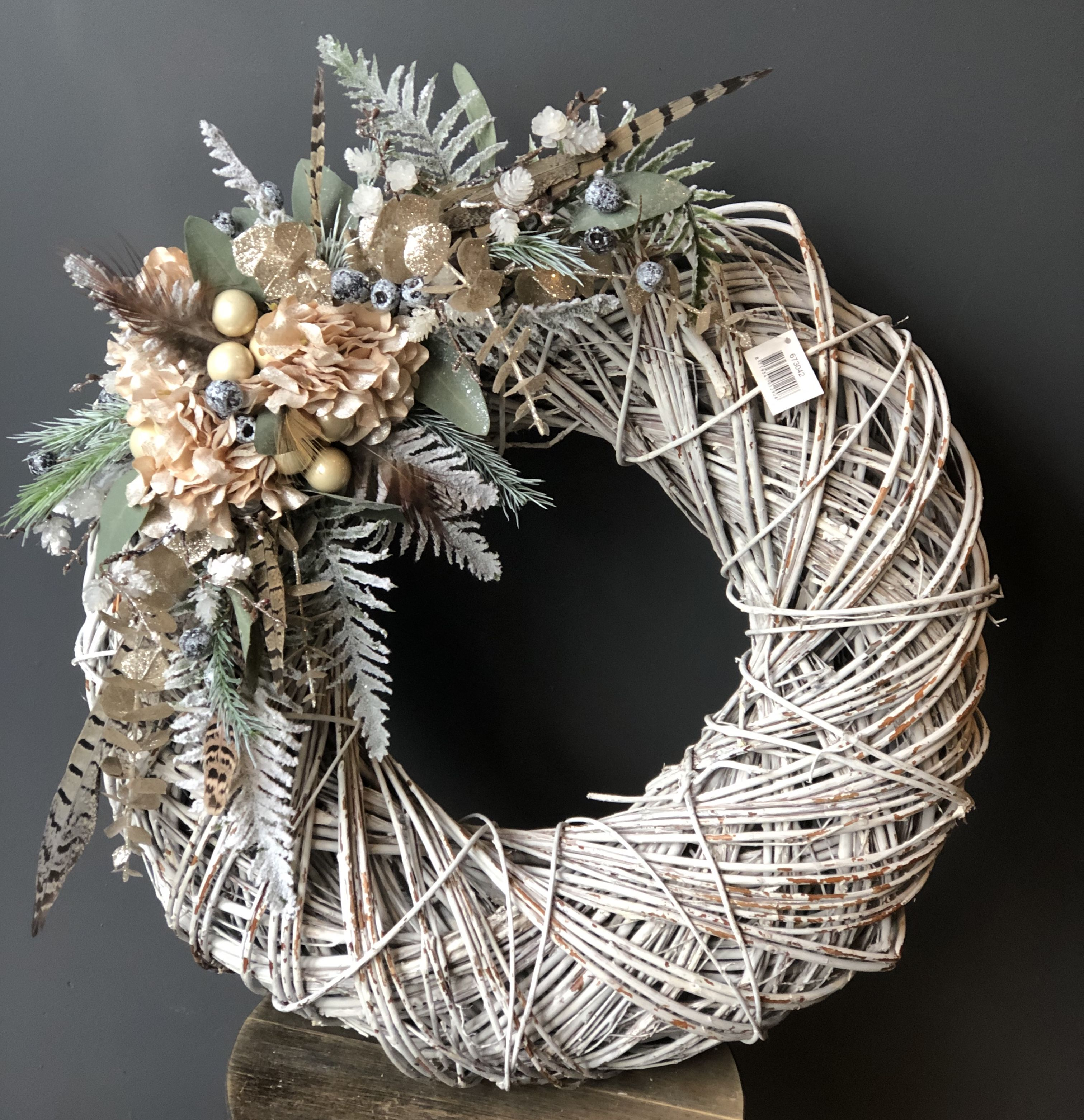 Glamorous Christmas wreath using artificial flowers
